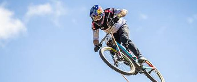 Brook MacDonald takes win alongside Tracey Hannah in Crankworx Rotorua DH